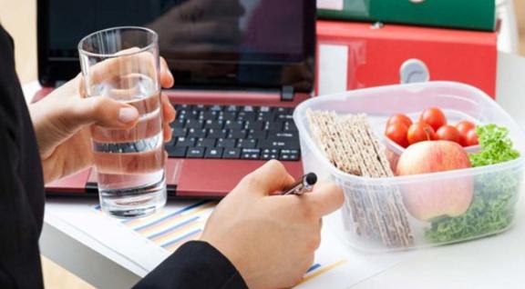 Camilan Sehat dan Enak yang Bisa Kamu Bawa ke Kantor