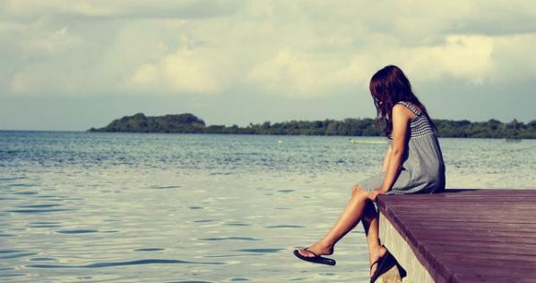 3 Cara Seru Habiskan Waktu Saat Menunggu Seseorang